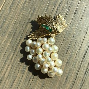 14k Pearl brooch with green stone